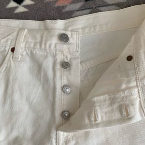 White Levi's 501 button-up frayed short - size 29